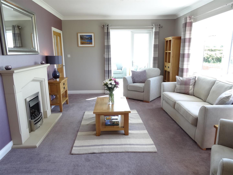 4 Bedrooms Bungalow - Detached For Sale