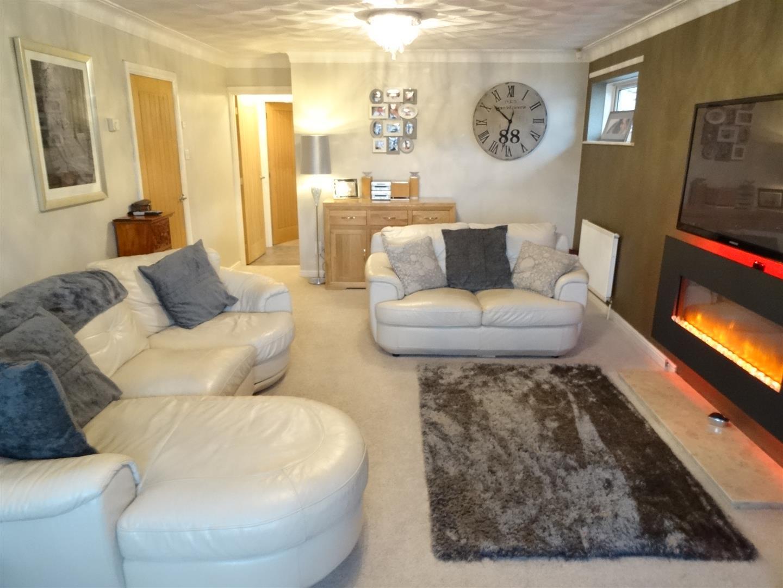 3 Bedrooms Bungalow - Detached For Sale 11 Oakshaw Close Carlisle