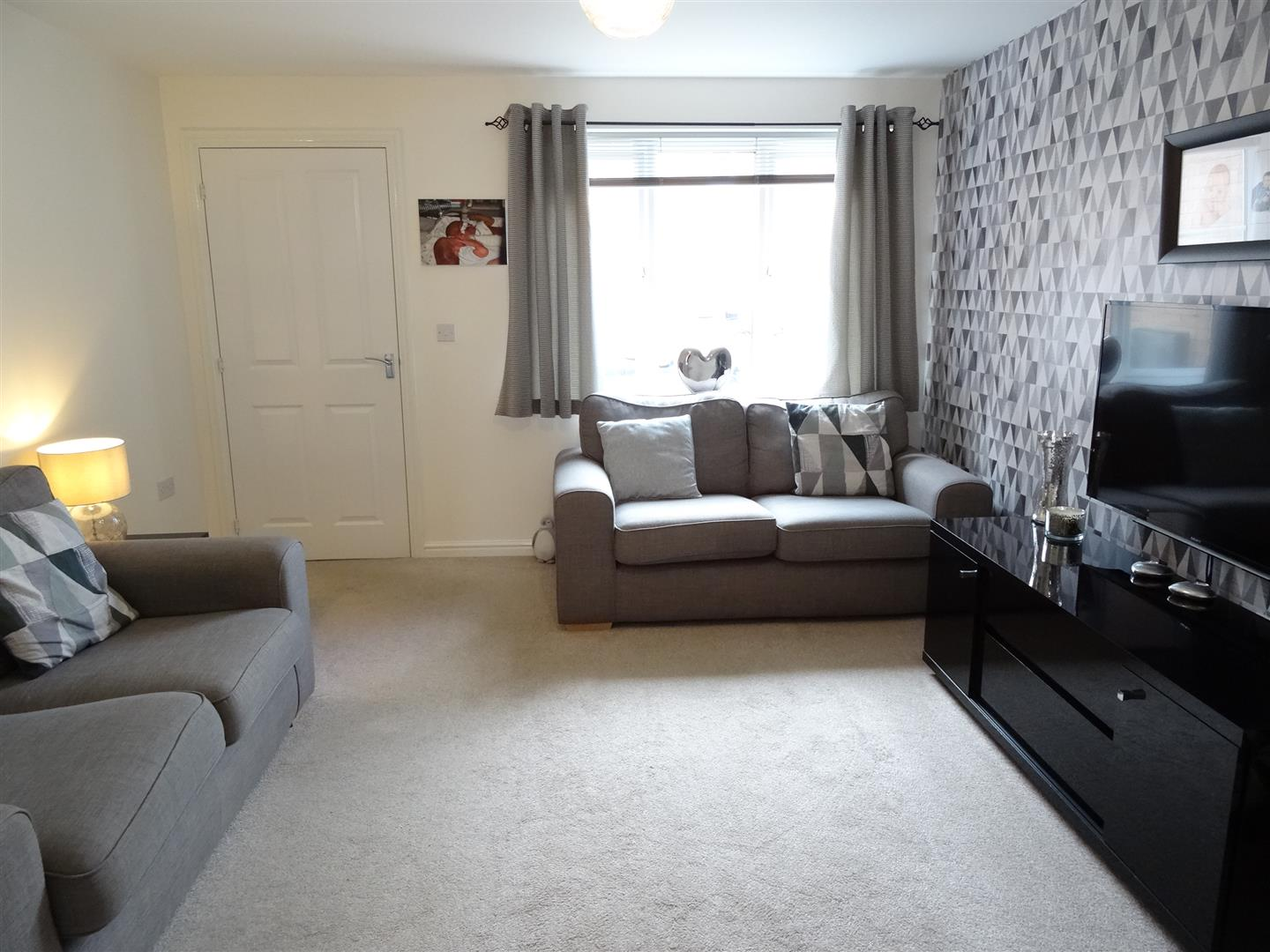 3 Bedrooms House - Semi-Detached For Sale 10 Brackenleigh Close Carlisle