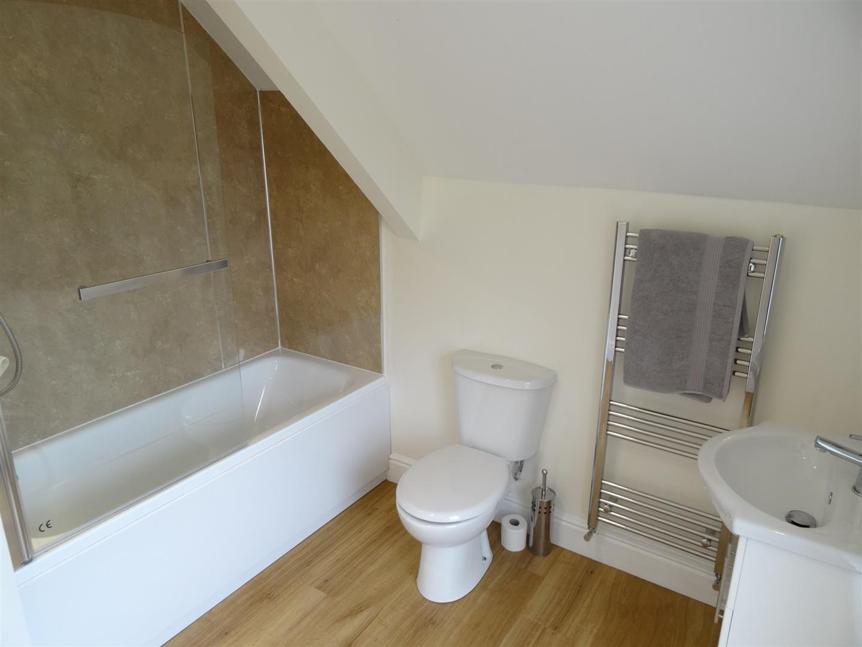 2 Bedrooms House - Semi-Detached For Sale Kenbank, Tree Road Brampton
