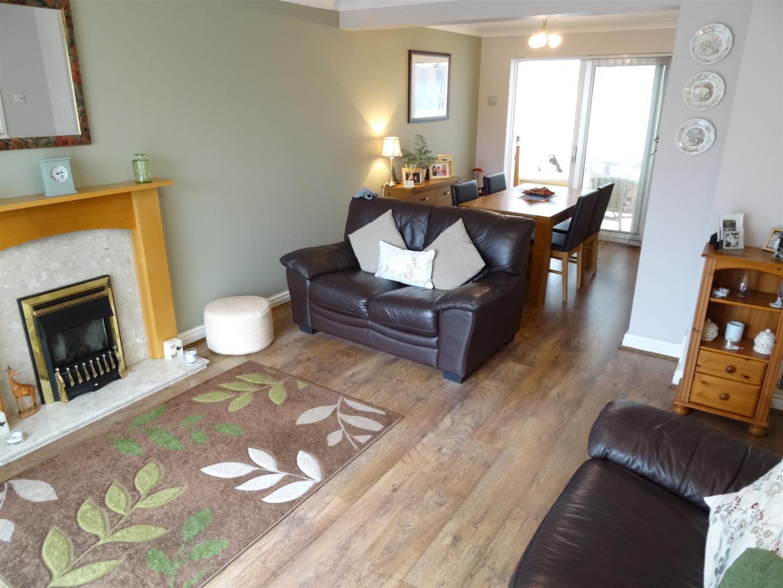 3 Bedrooms House - Detached For Sale 24 Longdyke Drive Carlisle