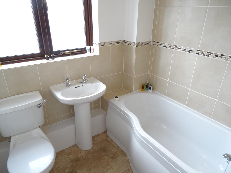 2 Bedrooms House - Mid Terrace For Sale 20 Kirriemuir Way Carlisle