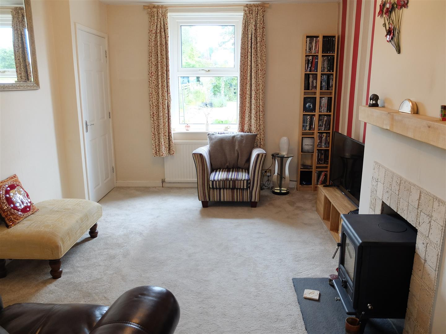 2 Bedrooms House - Mid Terrace For Sale 3 James Terrace Brampton