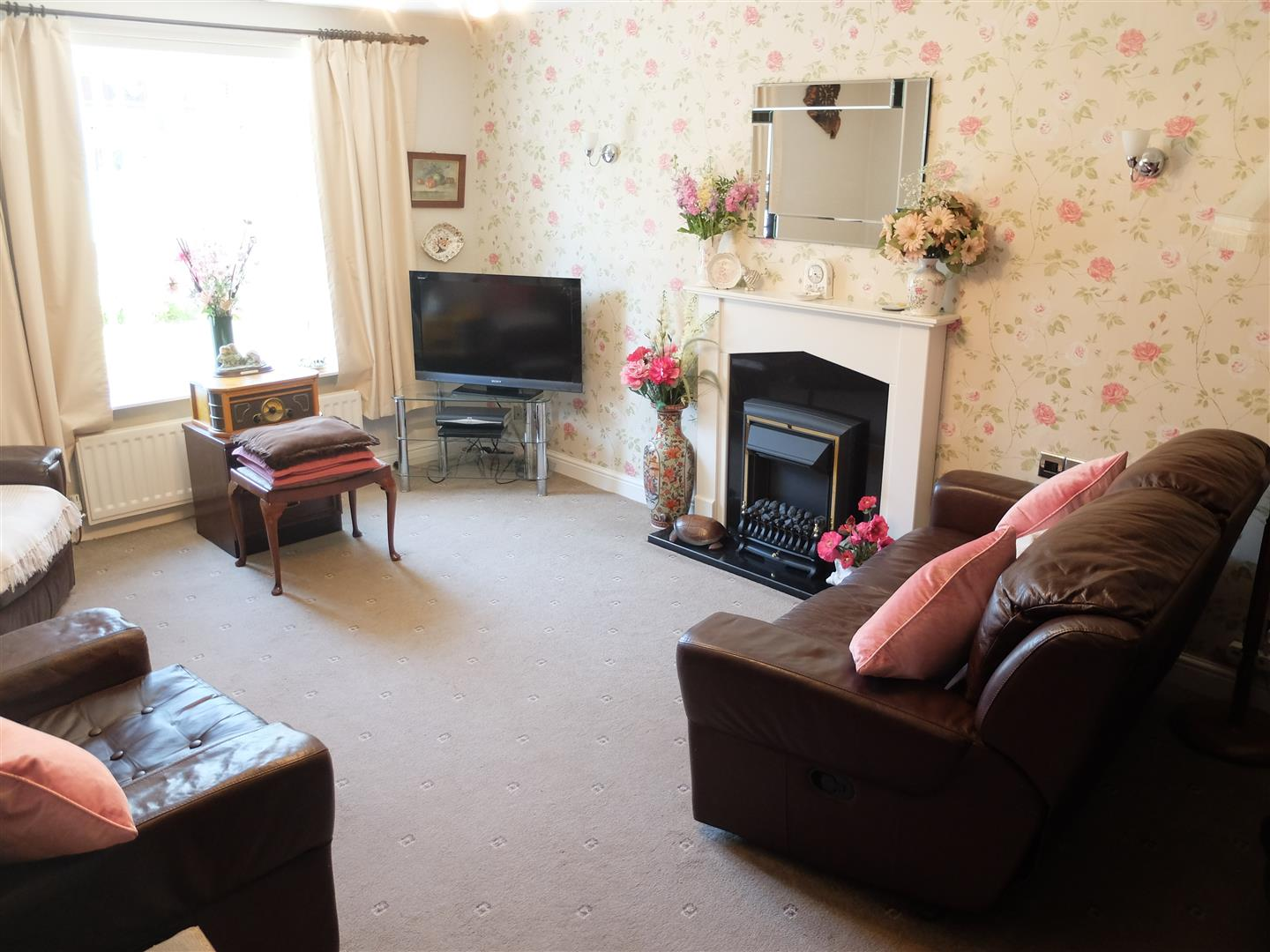 3 Bedrooms House - Semi-Detached For Sale 63 Cumrew Close Carlisle