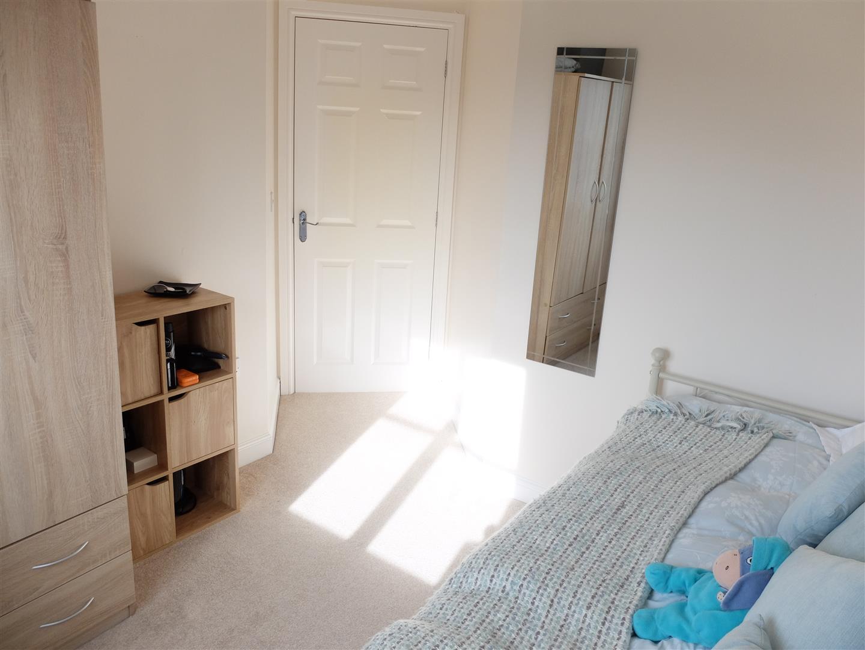 3 Bedrooms House - Semi-Detached On Sale 6 Heathfield Close Carlisle 140,000
