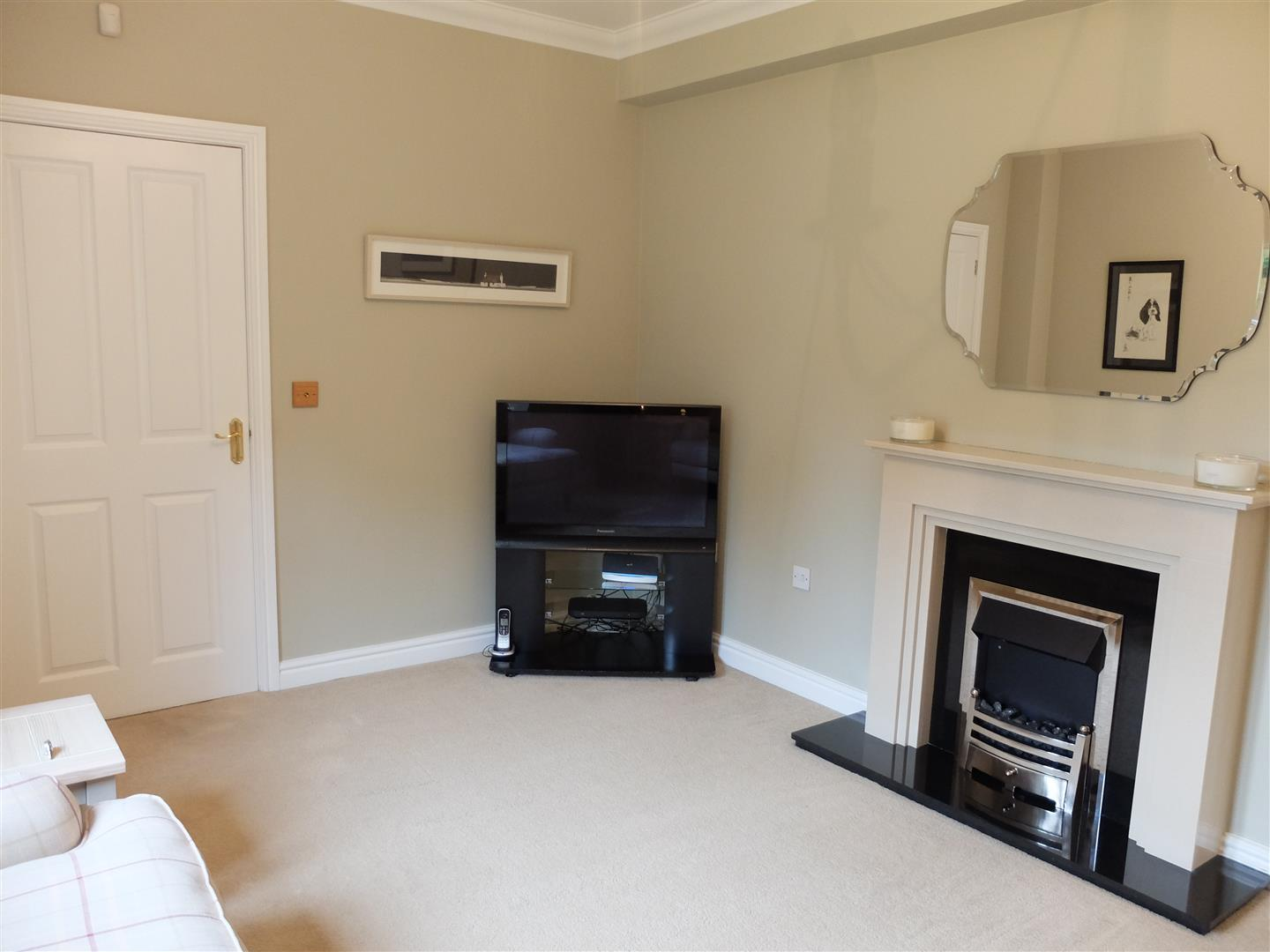 3 Bedrooms House - Mid Terrace On Sale 4 Oval Court Carlisle