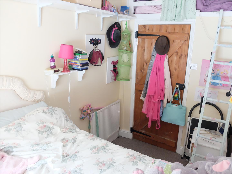 2 Bedrooms Cottage - Detached On Sale    167,500