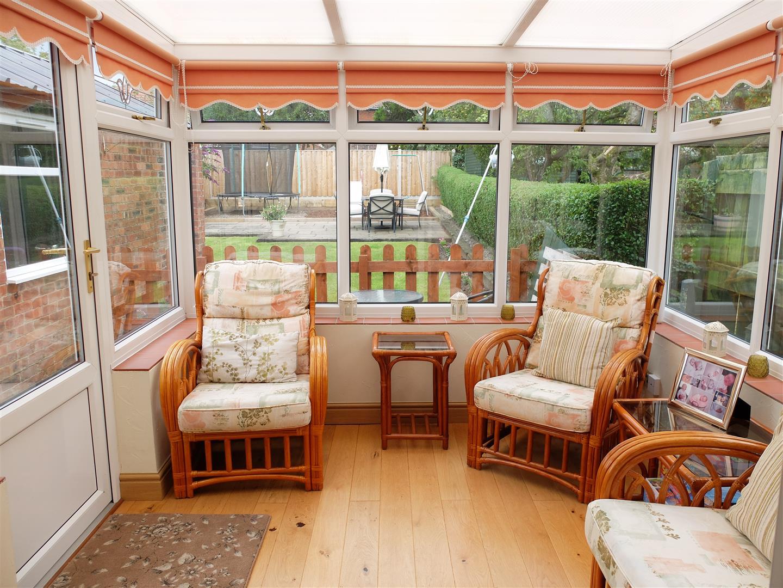 3 Bedrooms House - Semi-Detached For Sale 21 Knowe Park Avenue Carlisle 185,000