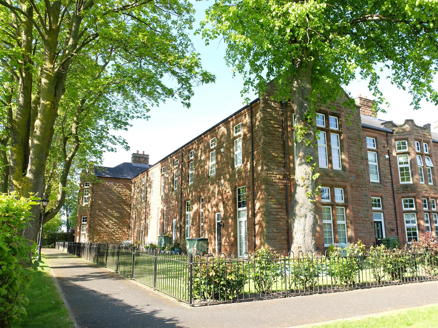 10 Oval Court Carlisle 2 Bedrooms Flat For Sale