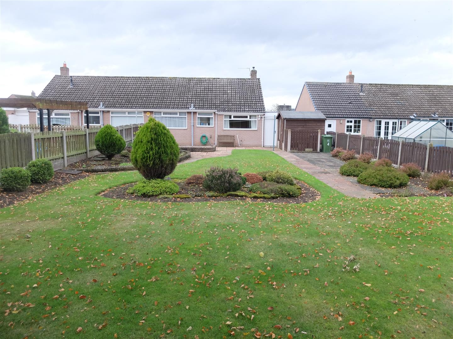 2 Bedrooms Bungalow - Semi Detached For Sale 4 Farbrow Road Carlisle