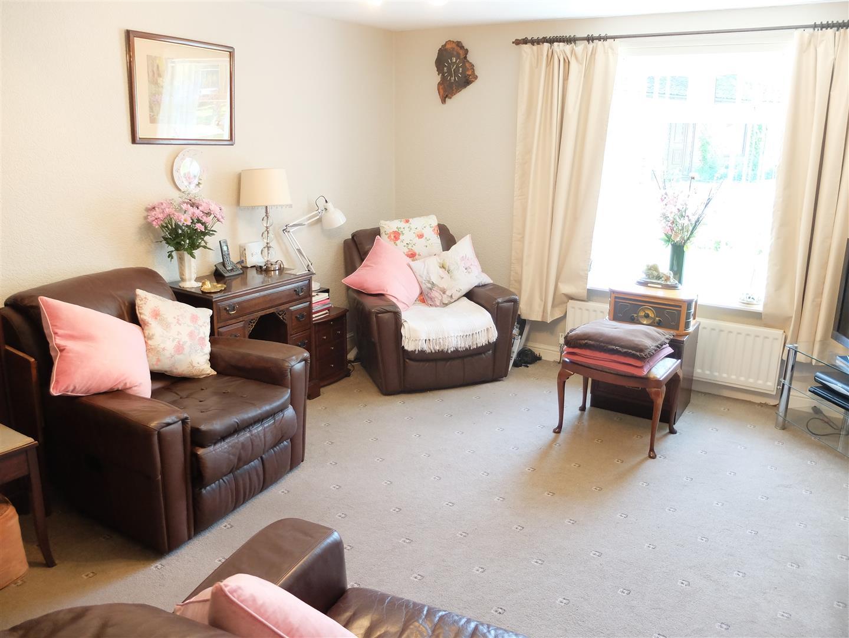 3 Bedrooms House - Semi-Detached On Sale 63 Cumrew Close Carlisle