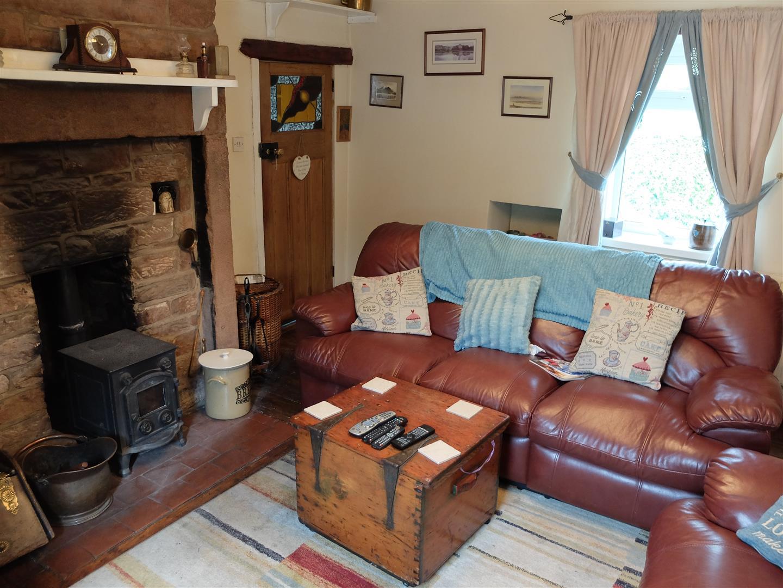 2 Bedrooms Cottage - Detached On Sale