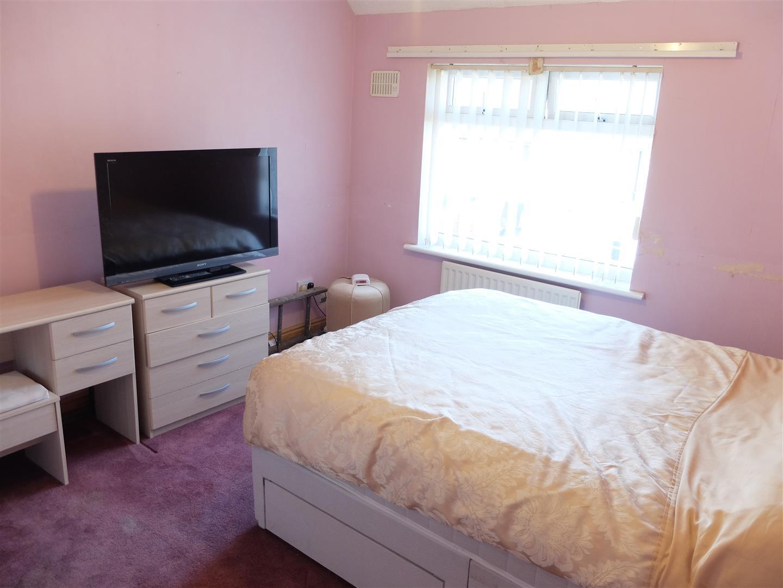 3 Bedrooms House - Semi-Detached On Sale 71 Bracken Ridge Carlisle