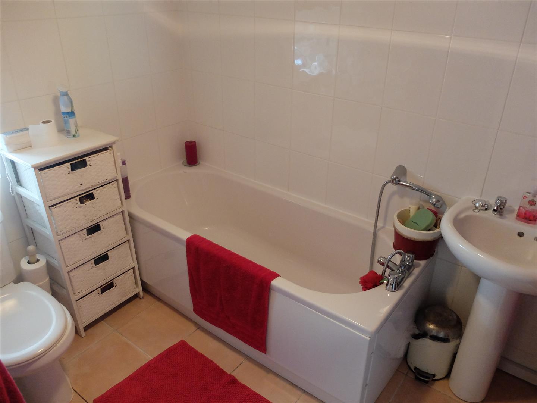2 Bedrooms Cottage - Detached For Sale    167,500