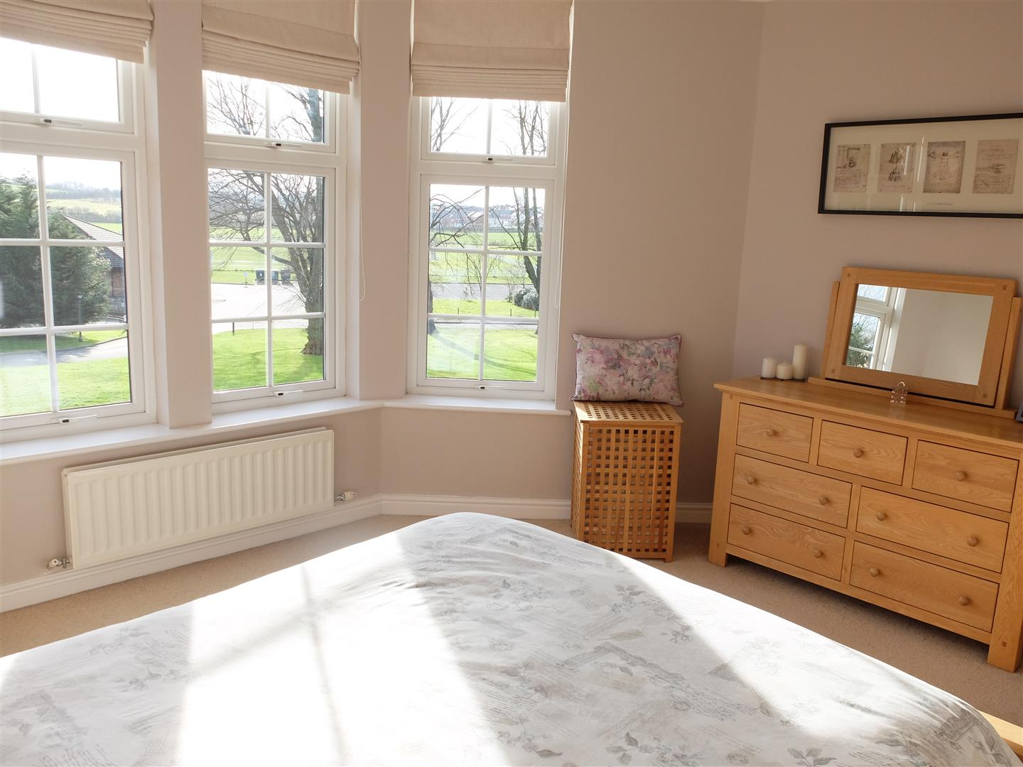 4 Bedrooms House On Sale 5 Oval Court Carlisle 200,000