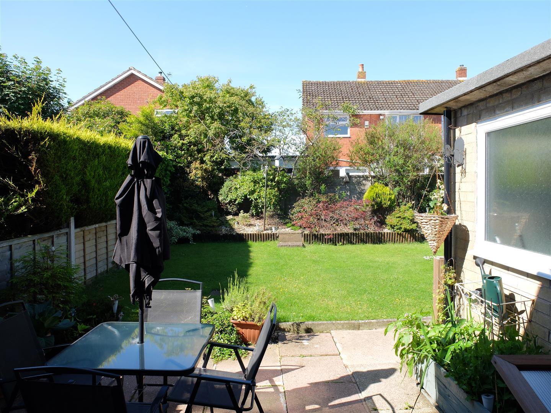 2 Bedrooms House - Semi-Detached For Sale 26 Troutbeck Drive Carlisle