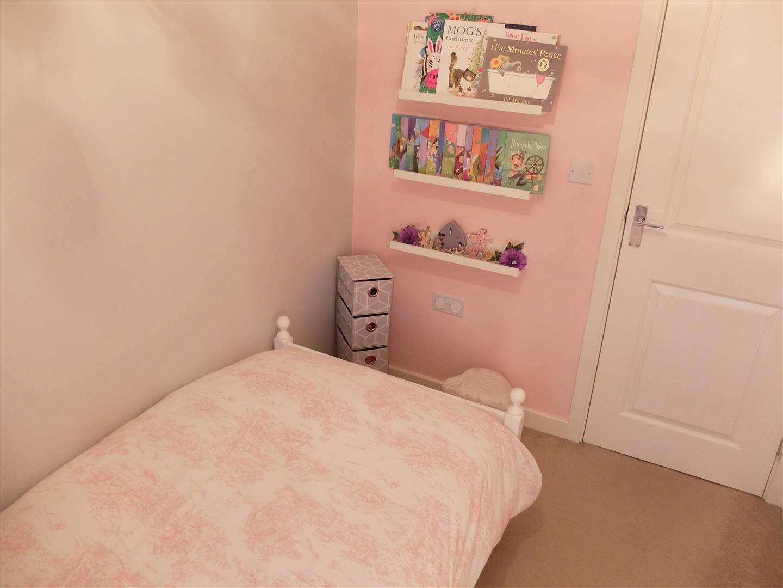 3 Bedrooms House - Mid Terrace On Sale 34 Cavaghan Gardens Carlisle 125,000