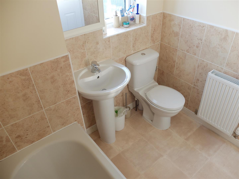 4 Bedrooms House - Mid Terrace On Sale 8 Barley Edge Carlisle 160,000
