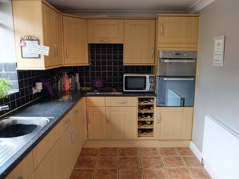 3 Bedrooms House - Semi-Detached For Sale 53 Eden Park Crescent Carlisle 140,000