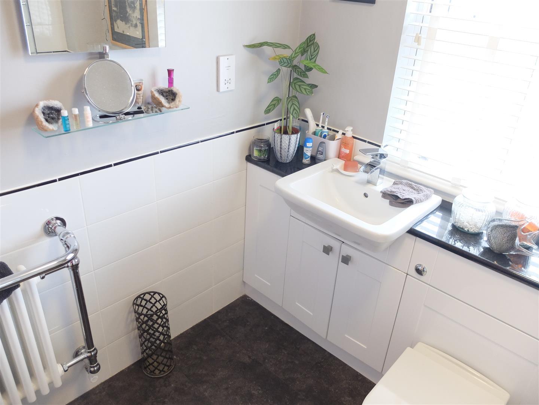 3 Bedrooms House - Terraced On Sale 4 Ridge View Brampton 142,500