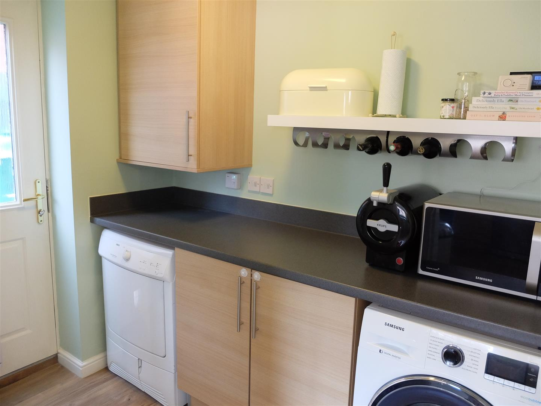 3 Bedrooms House - Detached For Sale 5 Farneside Close Carlisle 169,950