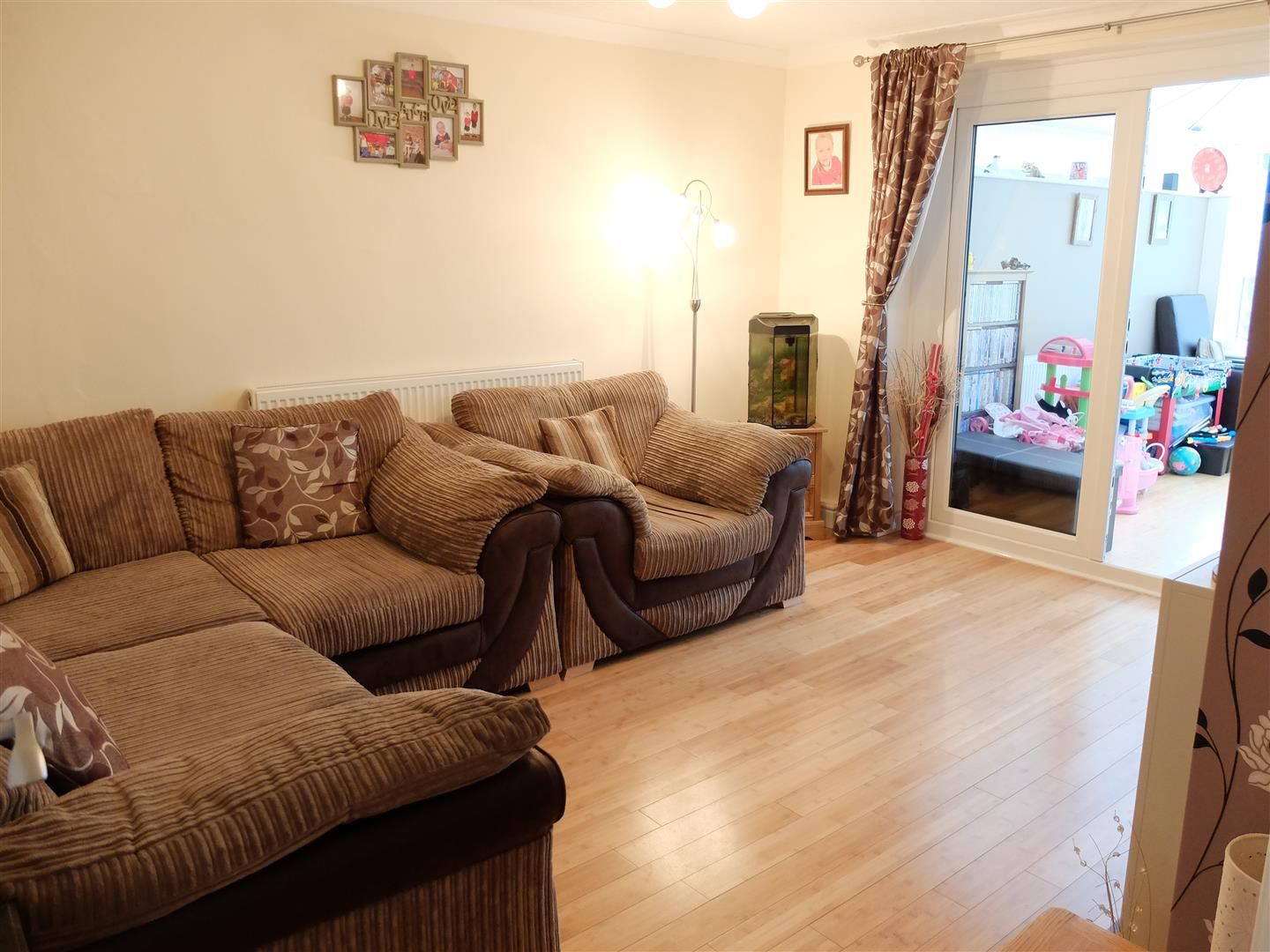 3 Bedrooms House - Terraced For Sale 132 Newlaithes Avenue Carlisle
