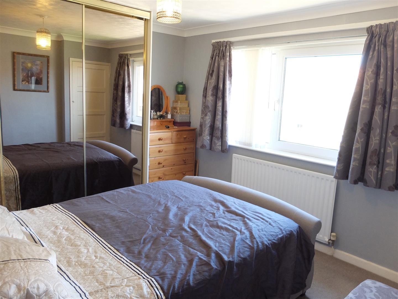 3 Bedrooms House - Semi-Detached On Sale 42 Greengarth Carlisle 130,000