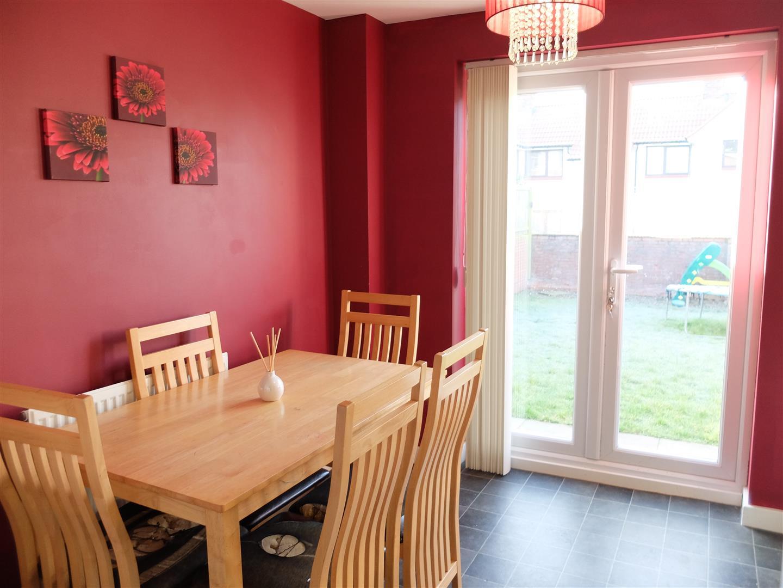 3 Bedrooms House - Semi-Detached On Sale 42 Cavaghan Gardens Carlisle