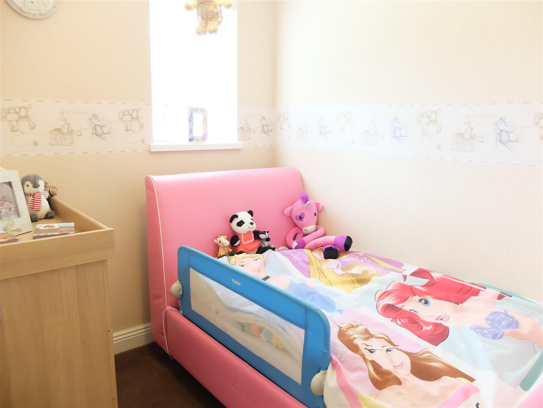 3 Bedrooms House - Mid Terrace On Sale 155 Whernside Carlisle 99,999
