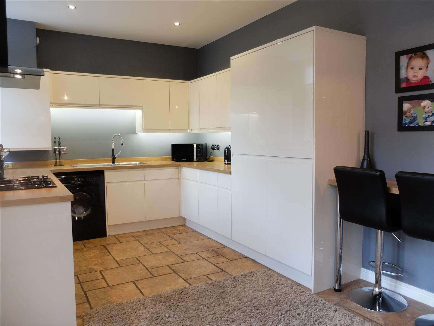 4 Bedrooms House On Sale 5 Oval Court Carlisle