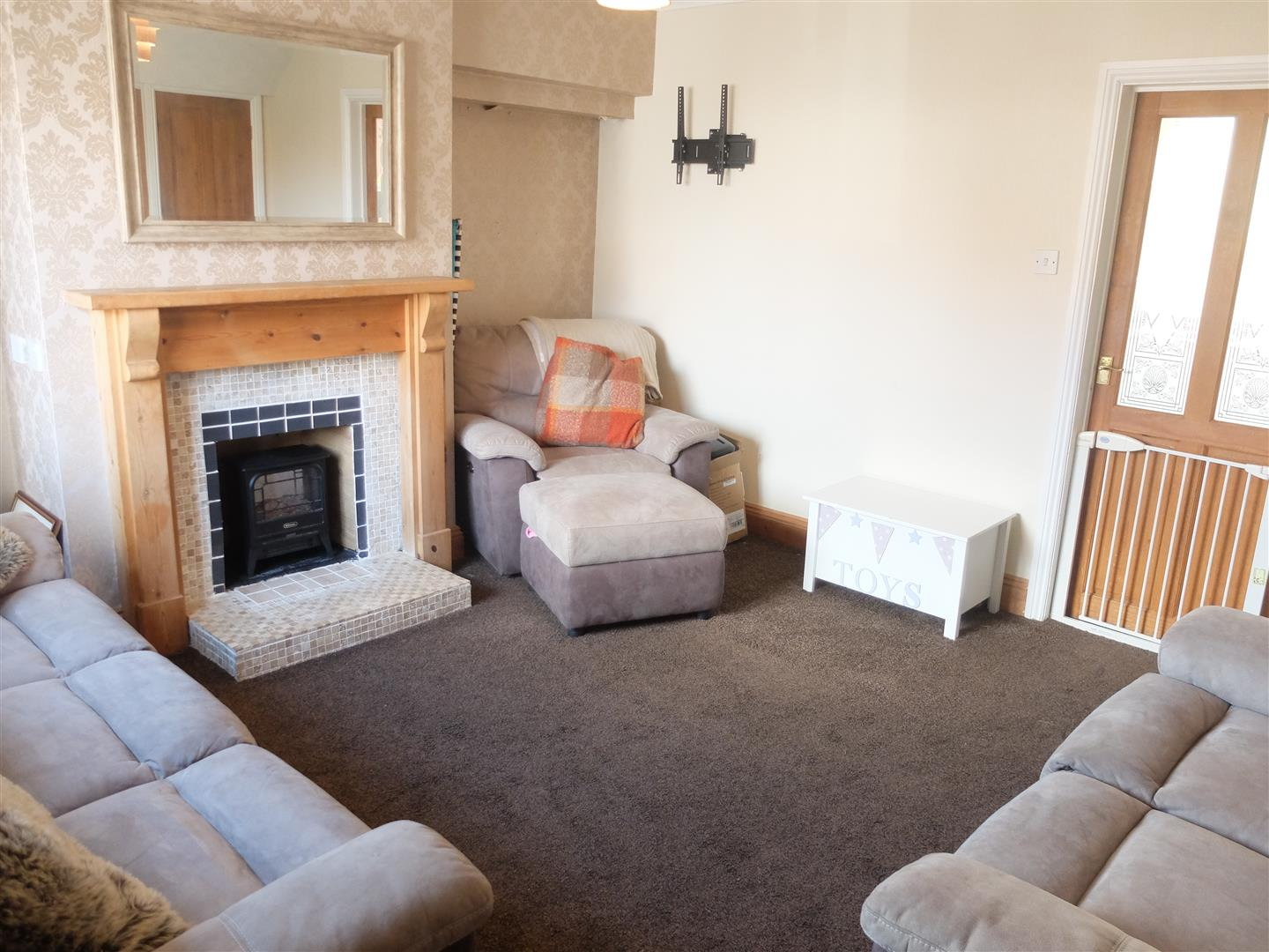 3 Bedrooms House - Semi-Detached For Sale 42 Lund Crescent Carlisle