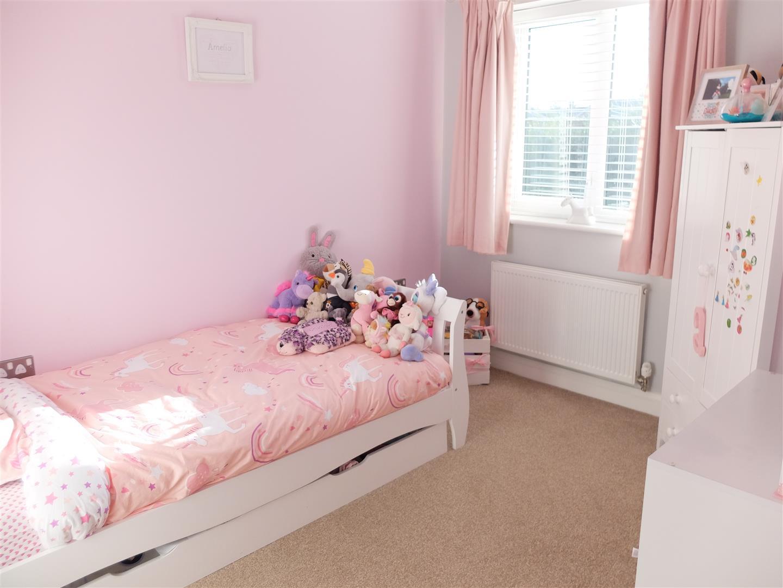 3 Bedrooms House - Semi-Detached On Sale 38 Thomlinson Avenue Carlisle 125,000