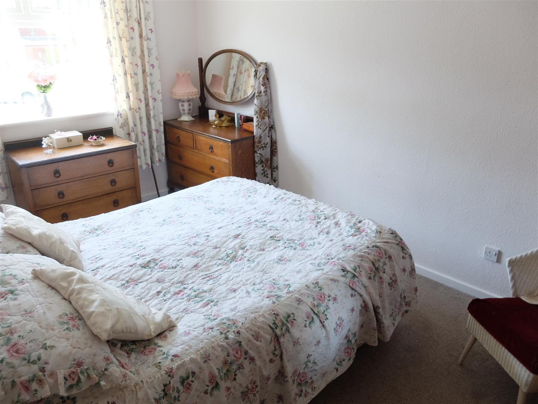 3 Bedrooms House - Semi-Detached For Sale 63 Cumrew Close Carlisle 109,500