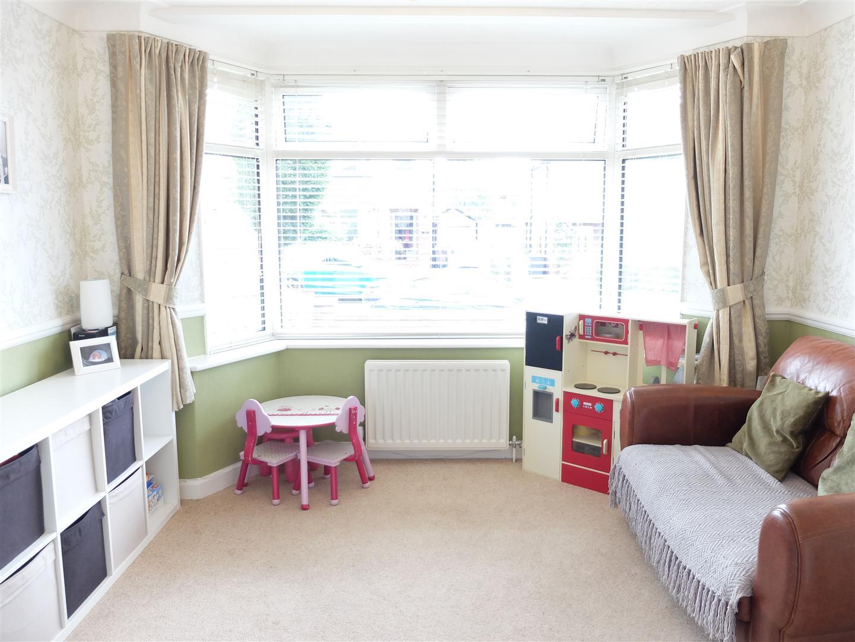 3 Bedrooms House - Semi-Detached On Sale 21 Knowe Park Avenue Carlisle