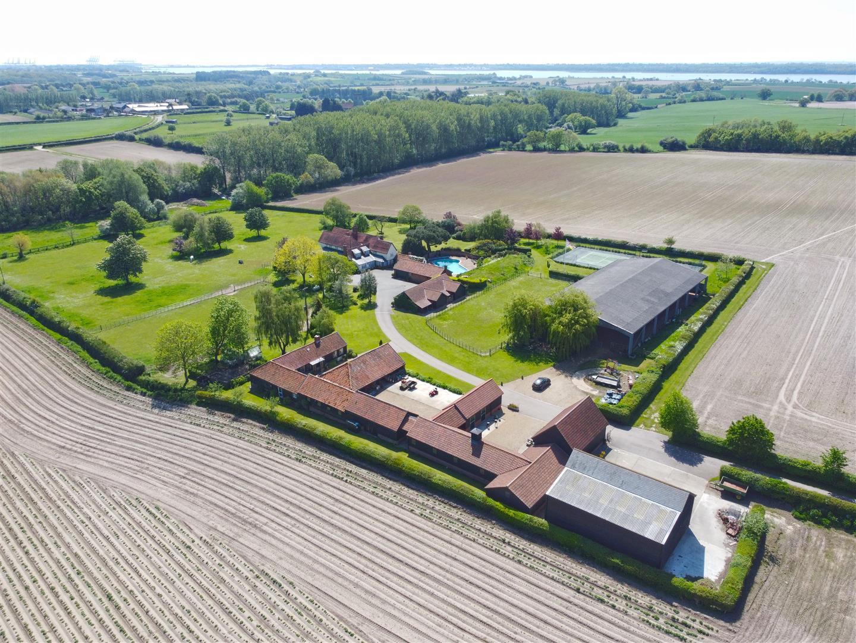 The Vale Farm, Ipswich Road, Harkstead